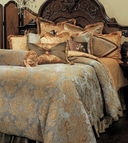 Michael Amini Elizabeth 13 Piece Comforter, King, (Aico Furniture)