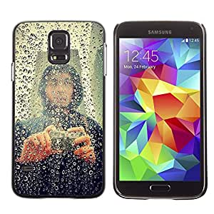 MOBMART Carcasa Funda Case Cover Armor Shell PARA Samsung Galaxy S5 - Hooded Man Taking Pictures