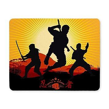 Siluetas frescas de Ninja Warriors contra un paisaje ...