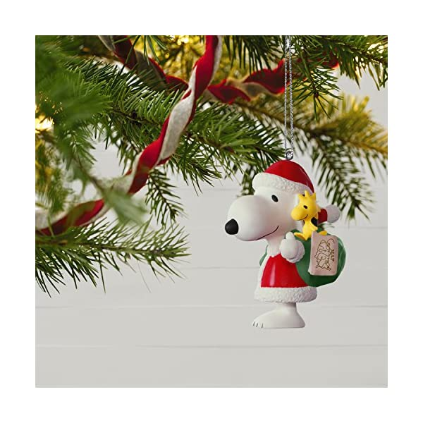 Hallmark-Keepsake-2017-PEANUTS-Winter-Fun-With-SNOOPY-Mini-Christmas-Ornament