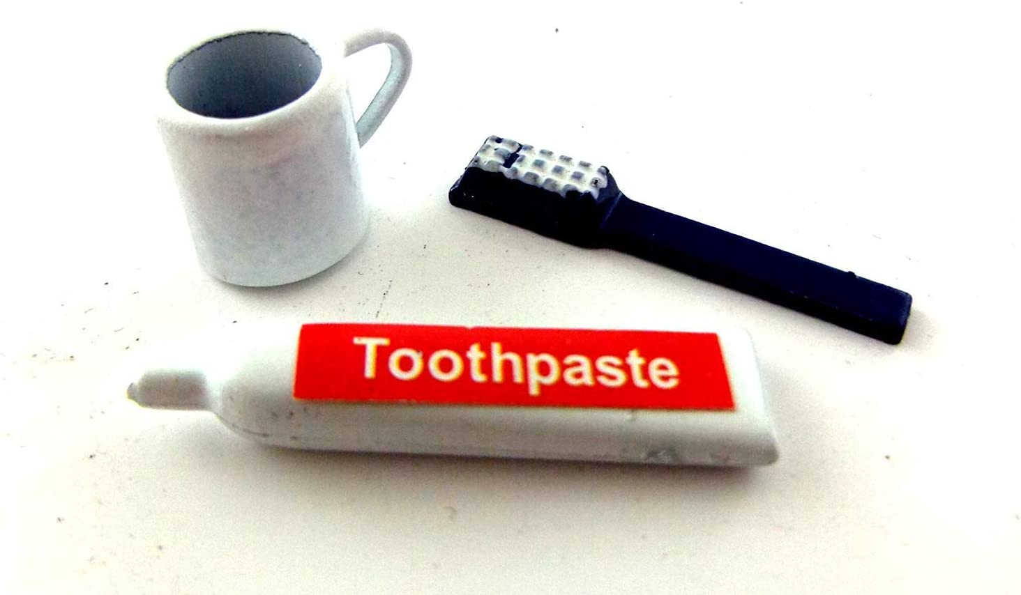 Dollhouse Miniature Set of Toothbrushes and Toothbrush Holder for 1:12 Bathroom
