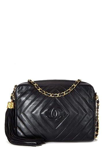 daeb55ead38725 CHANEL Black Lambskin Diamond 'CC' Camera Bag Medium (Pre-Owned): Handbags:  Amazon.com