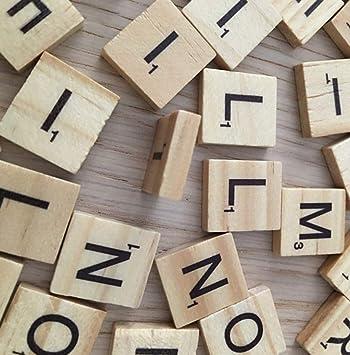 Omufipw - 100 piezas de letras de madera con letras de Scrabble para manualidades 2 * 2 * 0.5 cm marrón: Amazon.es: Hogar