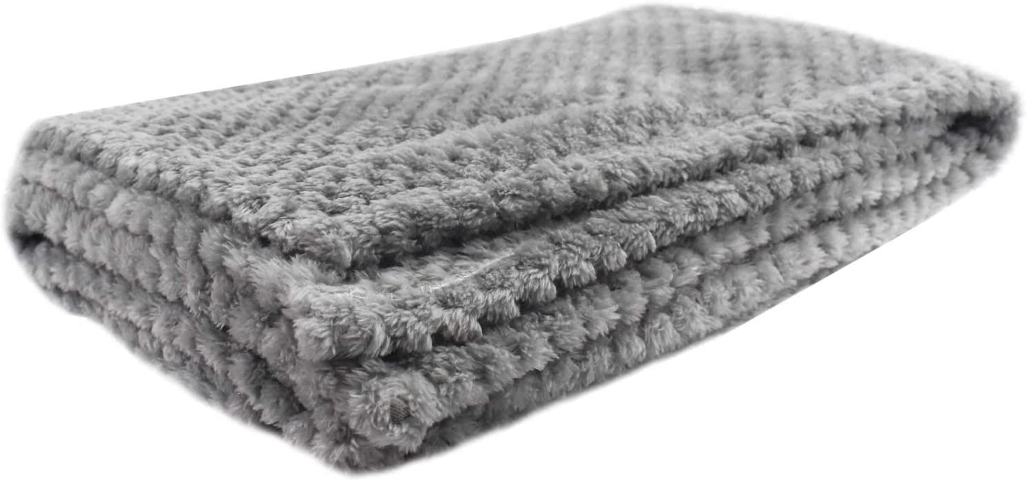 Snug and Soft Rug for Dogs Puppies and Cats Premium Fleece Pet Blanket Colour Grey Cosy Comforter Bedding Throw 98 x 70cm Machine Washable DIGIFLEX XL Fluffy Dog Blanket