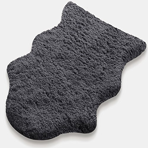 Kunstfell Teppich Maja   grau   extra weich und kuschlig handgetuftet   aus 100% Polyester   in 2 Größen erhältlich (120 x 180 cm)