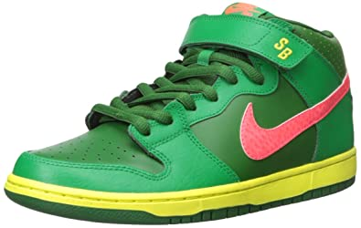 f6f09777768a Amazon.com  Nike SB Men s Dunk Mid Pro SB 13 Green  Shoes