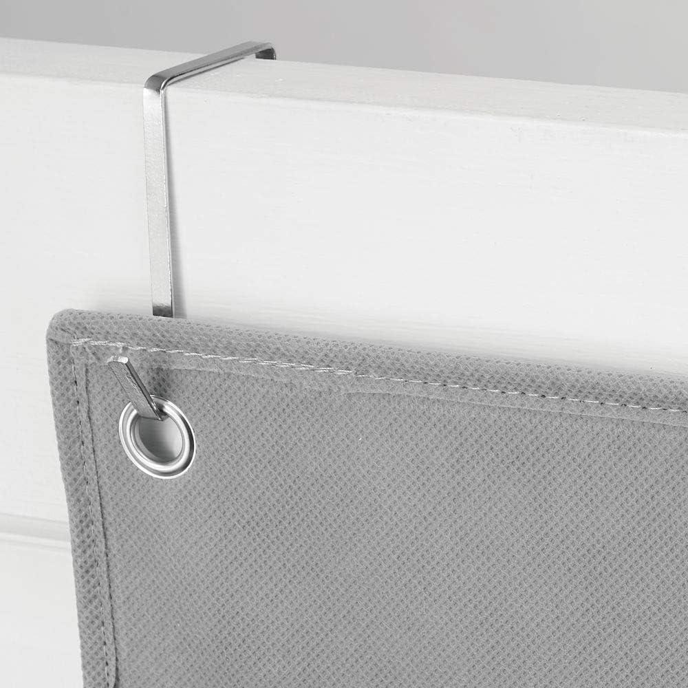 mDesign Colgador de ropa sin taladro gris Percheros para puerta multiusos para colgar en el dormitorio el lavadero o el pasillo Organizadores de armarios con 5 bolsillos