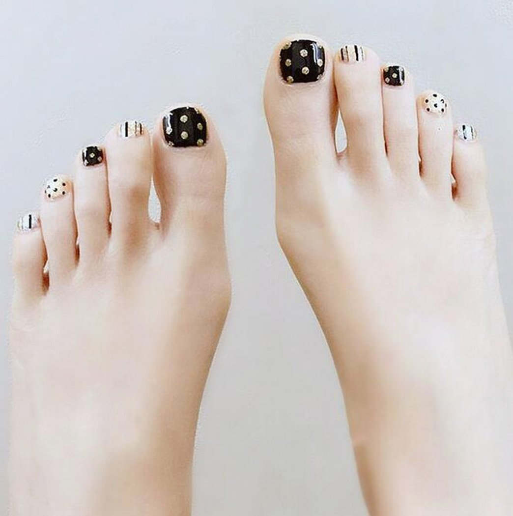 Yean False Toes Nails 24Pcs/Set Fake Toe Nails Bridal Full Cover Short Black and Gold Spot Square Nail Press on Nails with Glue and Adhesive Tab for Women and Girls