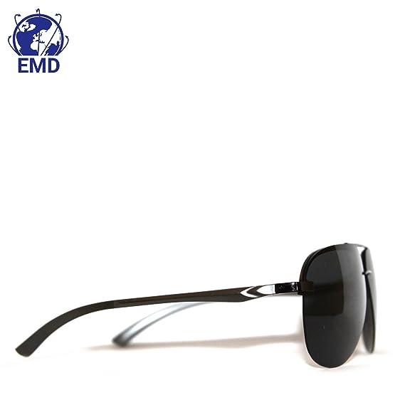 da0341c014 Gafas de sol Aviador Design, polarizadas con efecto espejo, UV 400. Muy  ligeras, Rama de aleación aluminio-magnesio. Bisagra flexible, para hombre  mujer.