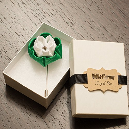 (Emerald Green and White Clover Stick Lapel Pin)