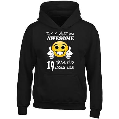 amazon com emoji birthday 19th birthday presents men 19 year old