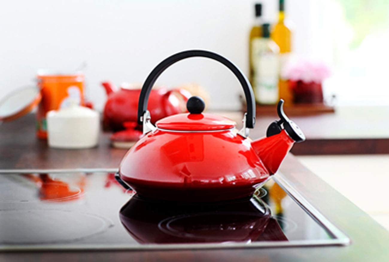 Le Creuset Zen Stove-Top Kettle with Whistle, Suitable for All Hob Types Including Induction and Cast Iron, Enamelled Steel, Capacity: 1.5 L, Cerise, 92009600060000 Cerise
