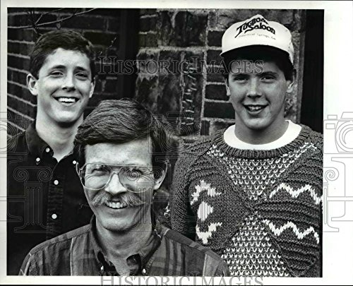 Historic Images 1989 Press Photo Martin J. Burke with sons, Matt and Martin - 8 x 10 in
