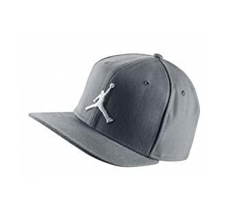 detailed look 90a07 86bde Nike Michael Jordan Jumpman Fitted - Cap Man, Colour Grey, size 7-3 8   Amazon.co.uk  Sports   Outdoors