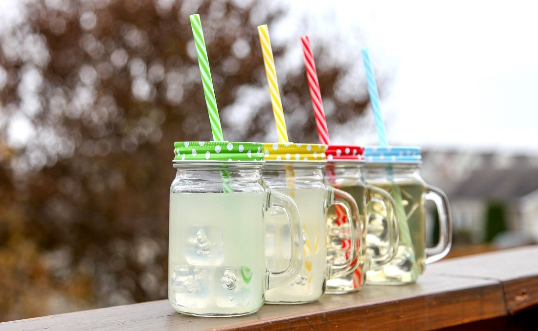Lily's Home Old Fashioned Mason Jar Mugs with Handles, Polka Dot Lids and Matching Reusable Plastic Straws, Great as Old Fashion Drinking Glasses at BBQs and Parties, Clear (16 oz. Each, Set of 4) by Lilyshome (Image #2)