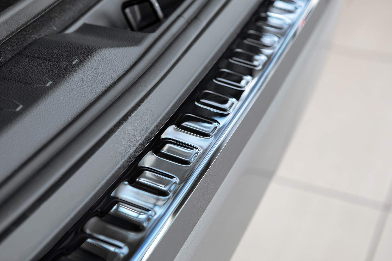 tuning-art L371 Edelstahl Ladekantenschutz mit Abkantung Farbe:Silber