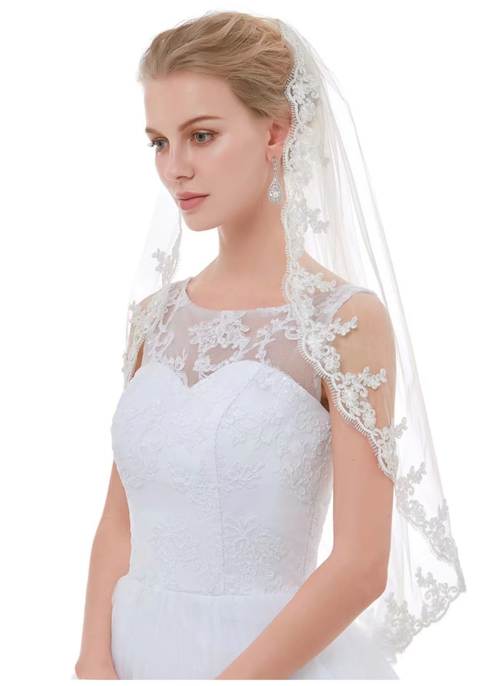 AIBIYI Lace Edge 1 Tier Short Bridal Veil with Comb ABY-V20