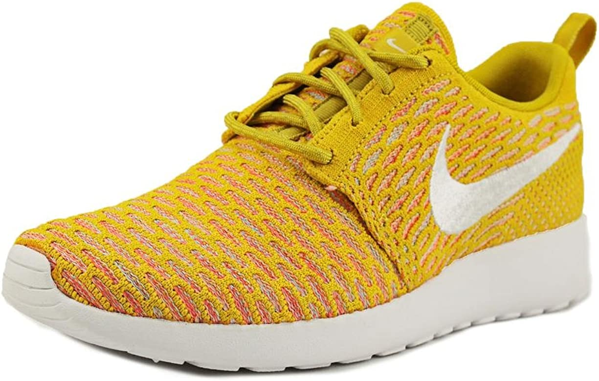 super popular aef11 0ffcb Nike Womens Rosherun Flyknit Flyknit Running Shoes Yellow 6 Medium (B,M)