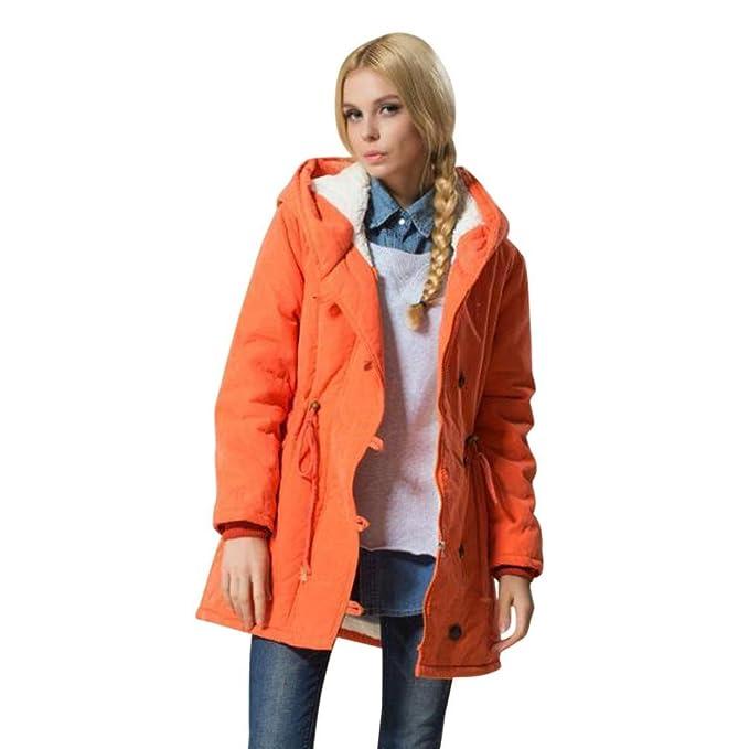 donna in una giacca a vento