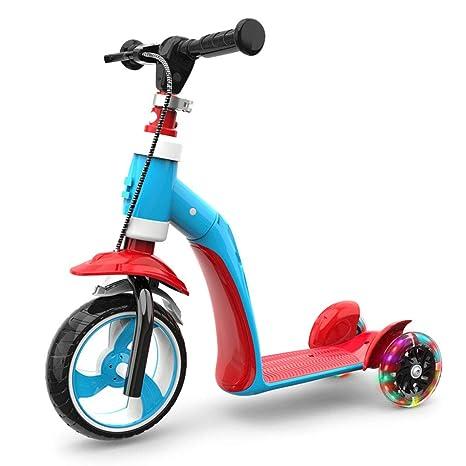 Los niños patean scooters, los niños de 1-2-3 años de edad ...