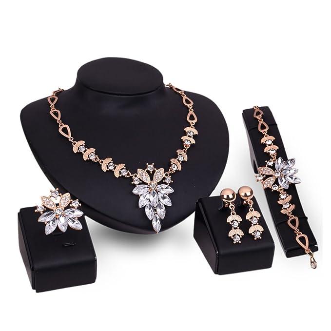 Pack de 5 piexas Collar, Pulsera, Anillo, y Pendientes con imitacion de diamante.
