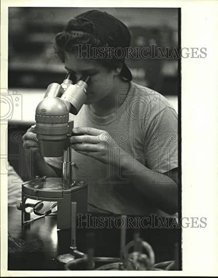 Amazon.com: 1984 Press Photo Student in Texas A&M University Gifted and Talented Classroom: Photographs