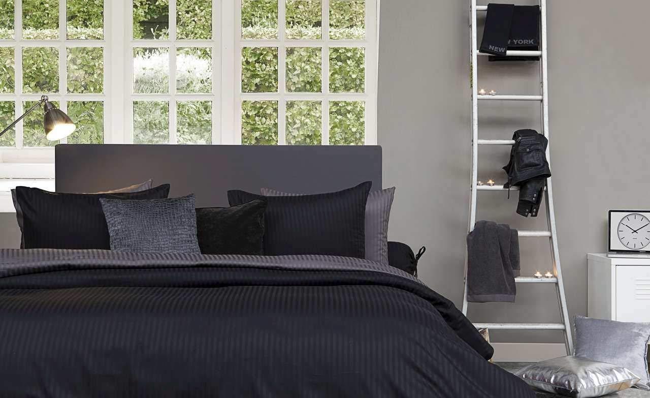 HnL Bettwaesche Uni Satin Stripe  200 x 200 und 2x 80x80 cm, Farbe  Night schwarz
