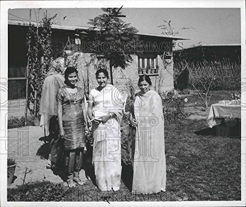 1964 Press Photo Pakistani women at Purdah party at the home of Dr. A.O. - Female Pakistani Pictures
