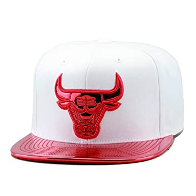 Image Unavailable. Image not available for. Color  Mitchell   Ness Chicago  Bulls Snapback Cap White Metallic Red Foil de5574da2f8