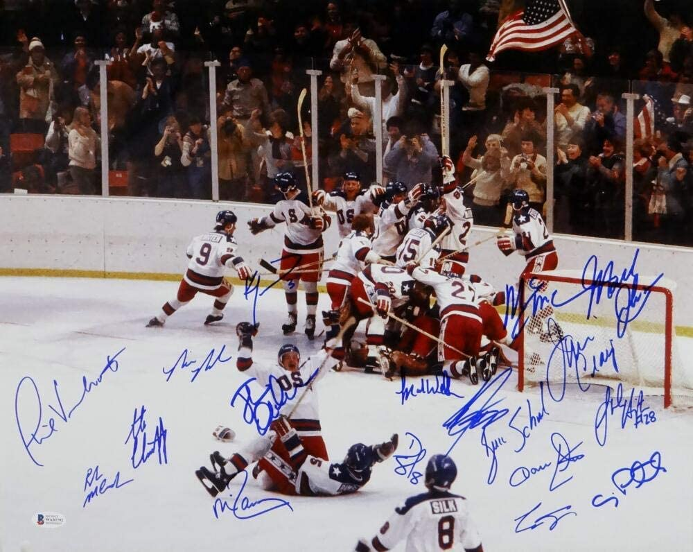 1980 Miracle On Ice Team USA Autographed 16x20 Photo w/ 18 Signatures- Beckett Auth