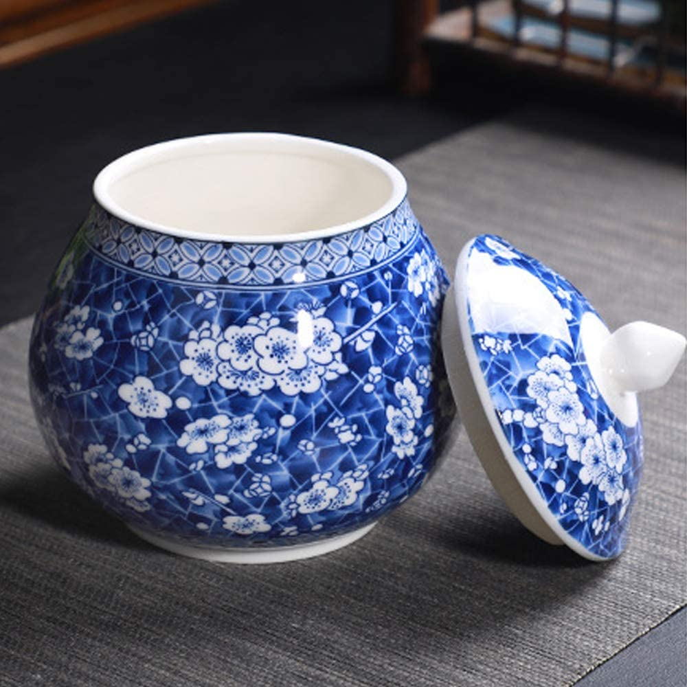 Ancient Chinese Style Creative Blue and White Ceramic Jar with Lid