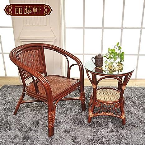 HOOM-Una silla de mimbre sofá y mesa sillas salón habitación ...
