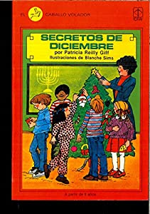 Hardcover Secretos De Diciembre / December Secrets (El Caballo Volador, 4) (Spanish Edition) [Spanish] Book