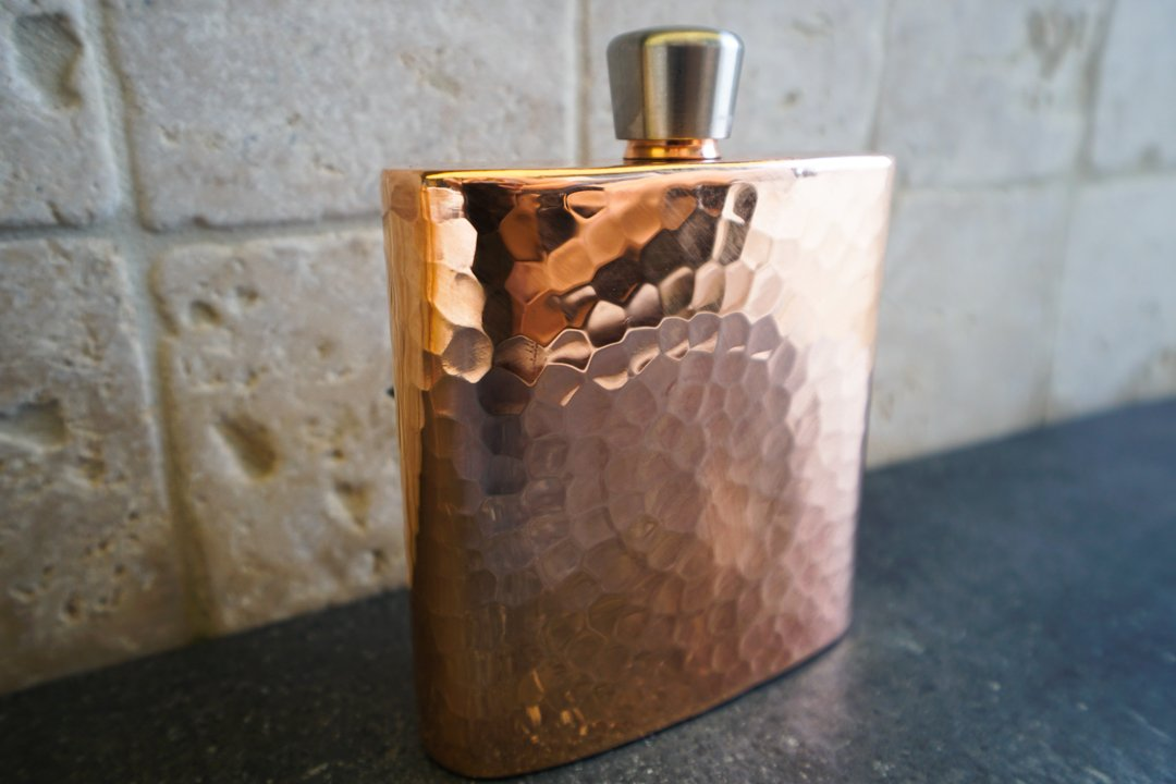 Sertodo Copper FLSK-ESP-4x4 Espadín Square Flask with Funnel & Gift Box, Hand Hammered 100% Pure Copper, 9 oz by Sertodo Copper (Image #2)