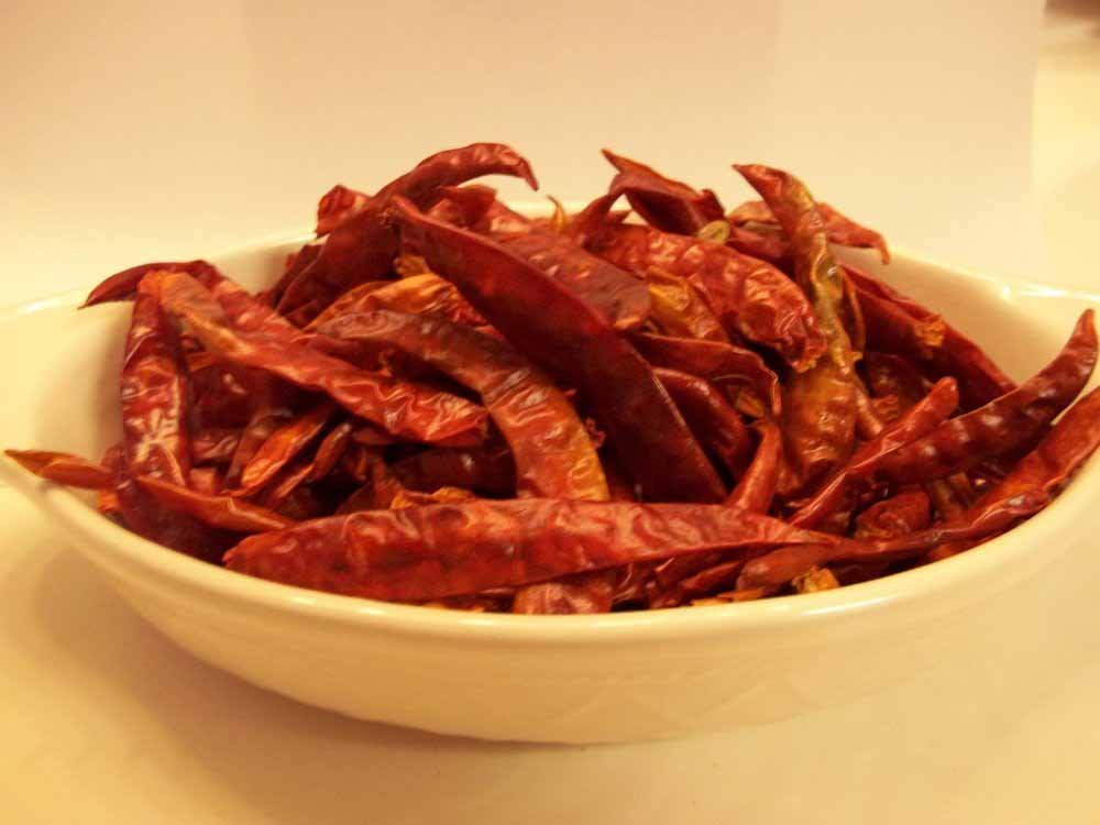 CAYENNE PEPPER, WHOLE DRIED, ORGANIC, 8 OZ, DELICIOUS FRESH SPICY DRIED HERB