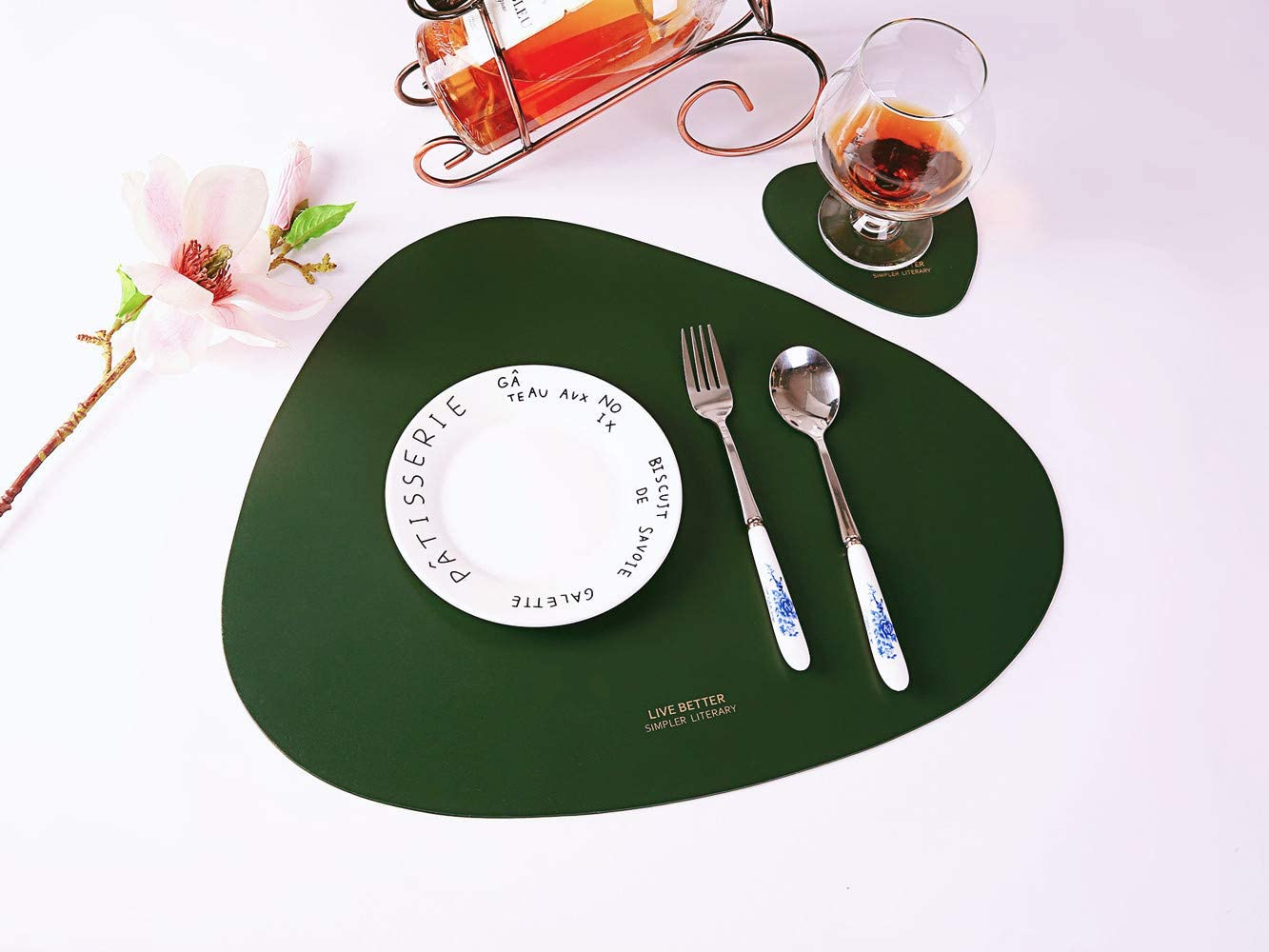 Amazon Com Chivenido Faux Leather Placemats Coasters Sets Dining Placemat Table Mats For Kitchen Coffee Tea Table Green Kitchen Dining
