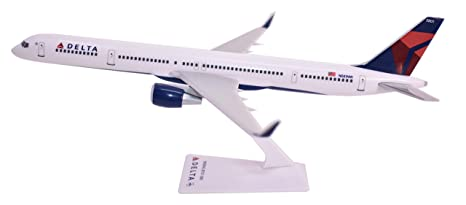 Amazon com: Flight Miniatures Delta Airlines Boeing 757-300 1:200