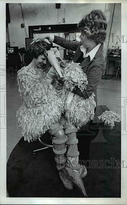 0f316873da7 Amazon.com  Vintage Photos 1976 Press Photo Arlene Douglass