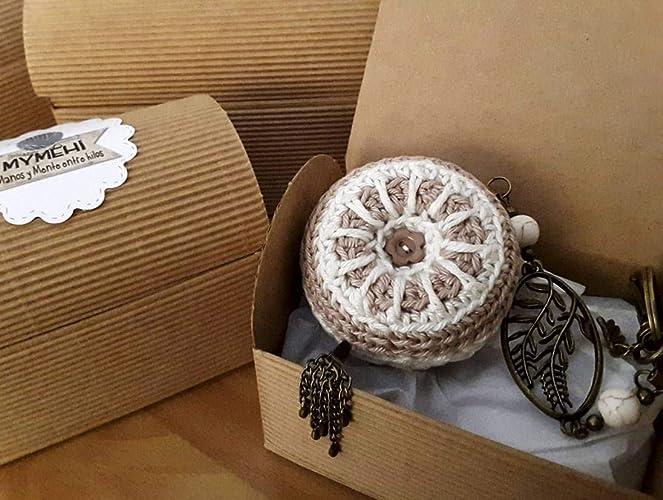 Llavero o colgante para bolso o mochila Nature: macaron crochet algodón lino y blanco,