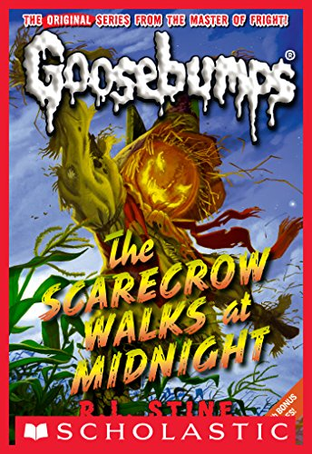 The Scarecrow Walks at Midnight (Classic Goosebumps #16)]()