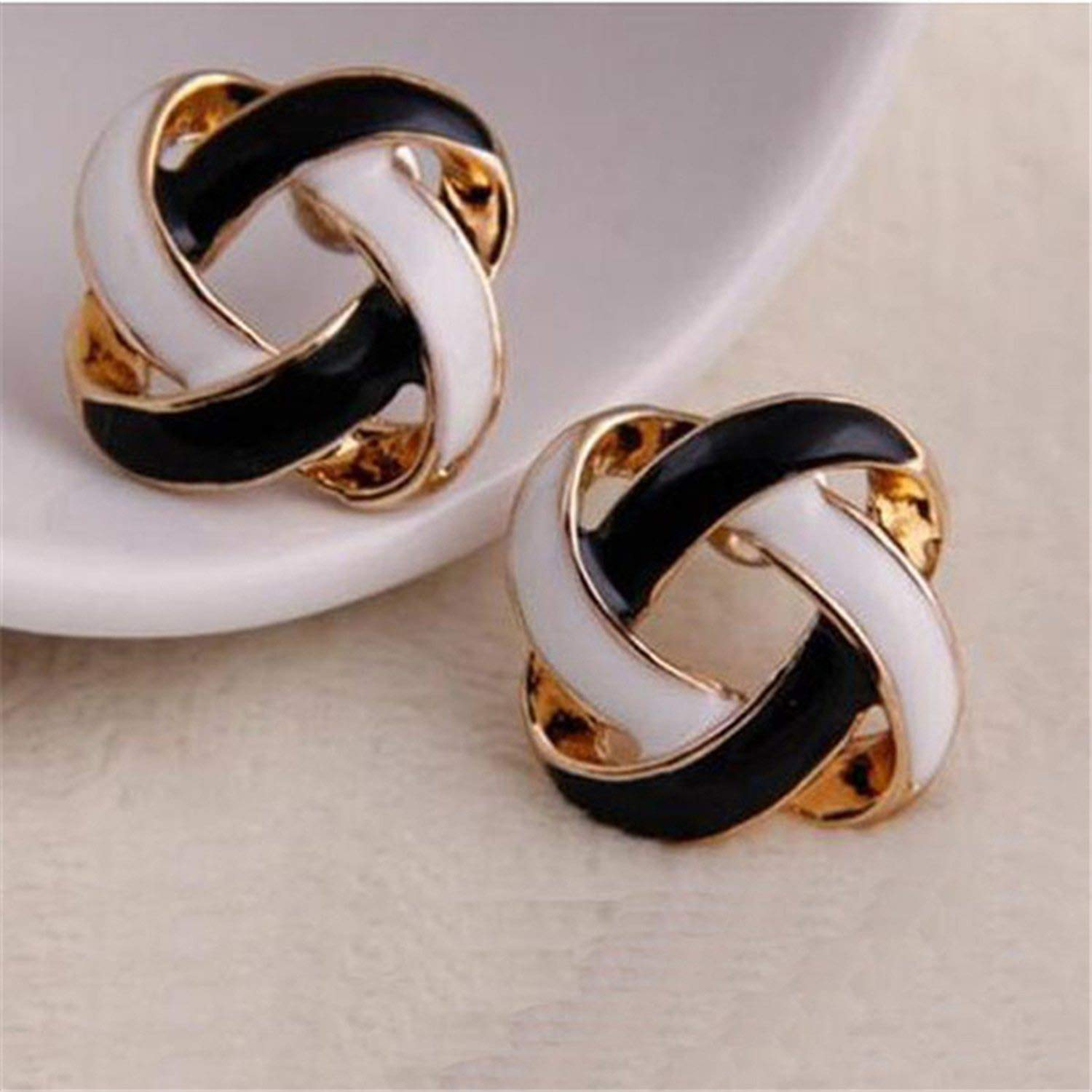 Tendy 1 Pair Women Korean Vintage Charming Black and White Simple Hollow Earrings Jewelry Gift