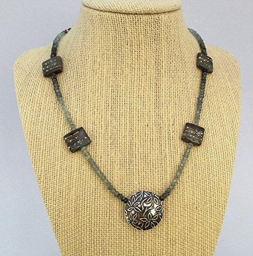 Moss aquamarine necklace ()