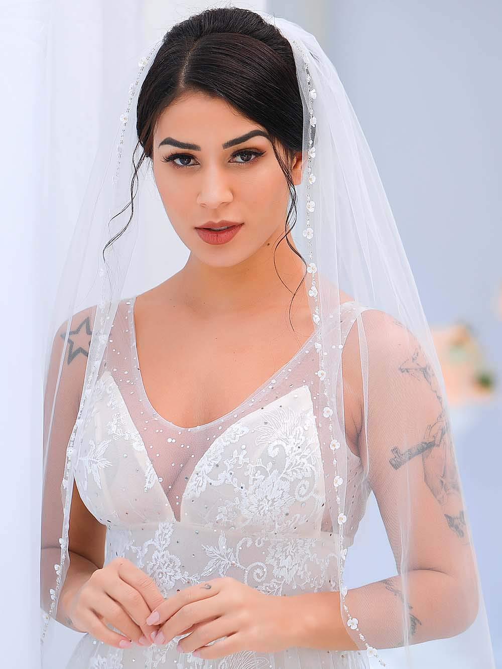298v Bridal White Tulle Loop Floral Design w Pearls Wedding Veil w Comb