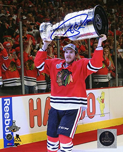 - Andrew Shaw Autographed/Signed Chicago Blackhawks 2015 Stanley Cup Holding Trophy 8x10 Photograph - Authentic Signature