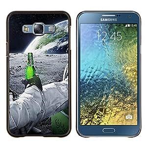 Astronauta de la cerveza- Metal de aluminio y de plástico duro Caja del teléfono - Negro - Samsung Galaxy E7 / SM-E700