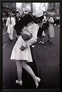 kissing on vj day framed poster 26 x 38in