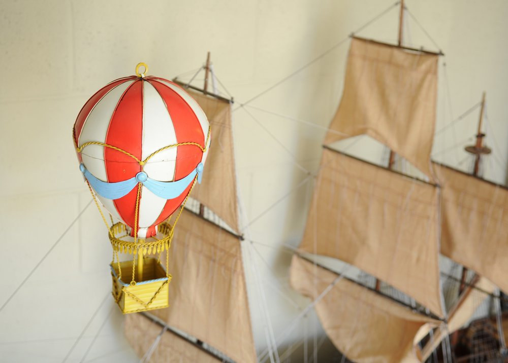 Old Modern Handicrafts Vintage Hot Air Balloon Wall Decor