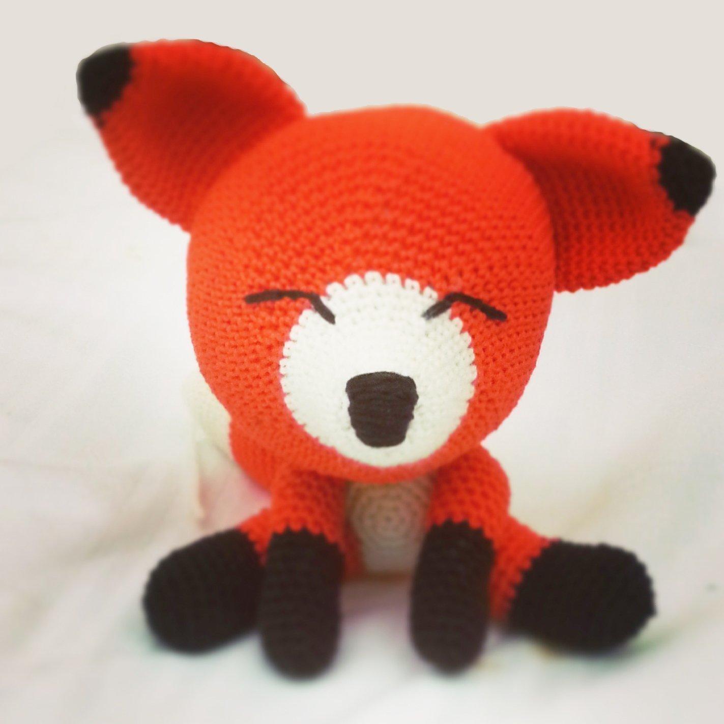 Gina _ gehäkelte Fuchs. Geschenk für Kinder und Babys. Sammelgeschenk. anpassbare Puppe mit Herz