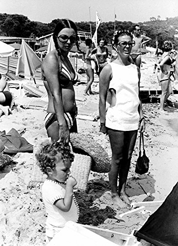 Posterazzi Poster Print Collection Joan Collins Son Sacha and Natalie Wood At the Tahit Plage Beach in Saint-Tropez Photo, (24 x 30), Multicolored