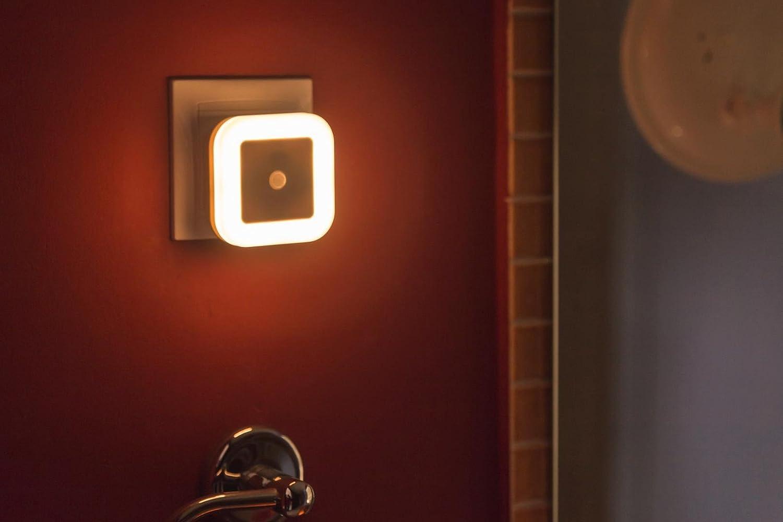 SOAIY LED Nachtlicht mit Bewegungsmelder und Helligkeitssensor energiesparend Steckdosenlicht PIR Sensorleuchte Orientierungslicht Schlafzimmer Kinderzimmer Badezimmer Flur Treppe Kaltwei/ß